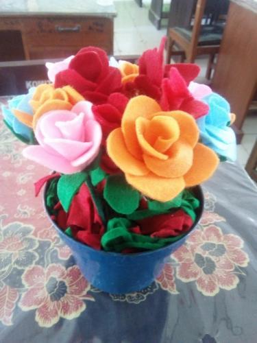 Karya siswa berupa bunga dari kain flanel 2